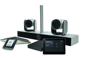 Die Poly G85-T besteht aus dem IP-Konferenztelefon Poly Trio C60, der Eagle Eye Director II Kamera, dem Poly TC8 Touch-Control und einem Lenovo ThinkSmart Tiny Mini-PC mit NoiseBlock AI und brillantem Klangerlebnis sowie Bildqualität für große Besprechungsräume und Konferenzräume