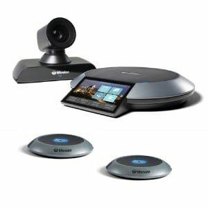 Lifesize Videokonferenzsystem mit Lifesize Icon 700 (Kamera), dem Lifesize Phone HD (Kommandozentrale) und zwei Mic Pods (Erweiterungsmikrofone)