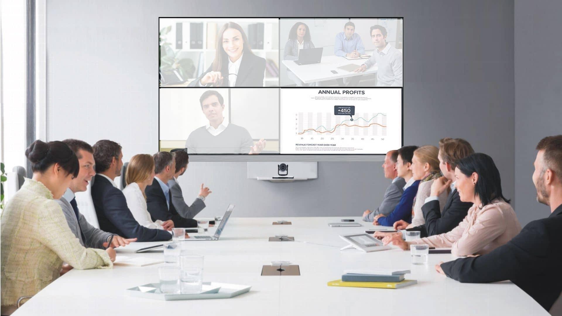 Für Videokonferenzen und Konferenzräume sind eine gute Kamera und Beleuchtung essentiell z.B. vom Komplettanbieter conference-tv.de