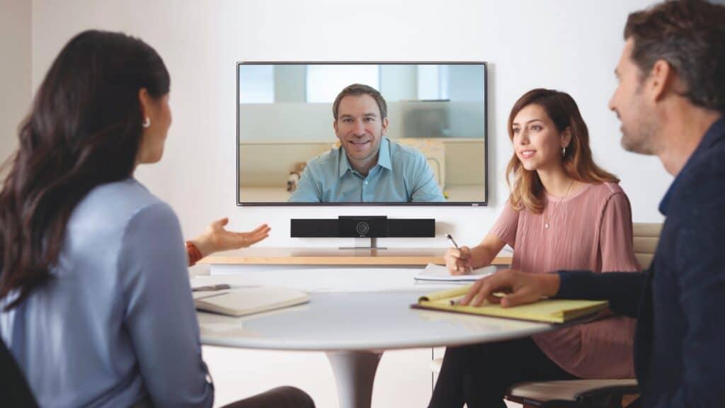 Poly Studio Videokonferenz mit Display, Kamera und Mediensteuerung für kleine und mittlere Besprechungsräume