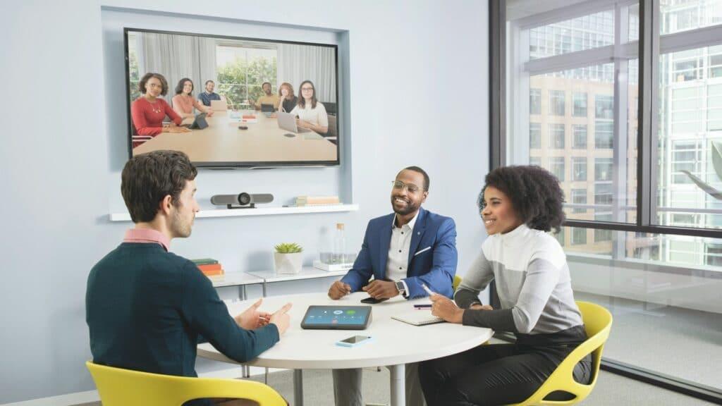 conferenct-tv.de Besprechungsecke für Videokonferenzen mit Medientechnik und Medienmobiliar
