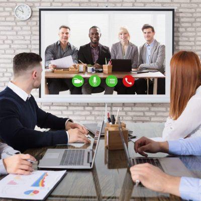 Videokonferenz-Lösung, Hardware wie Display, Kamera, Mikrofone, Mediensteuerung und Medienmöbel as a Service von conference-tv.de